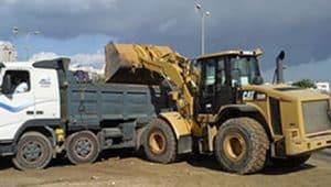 פינוי פסולת בניין במשאית